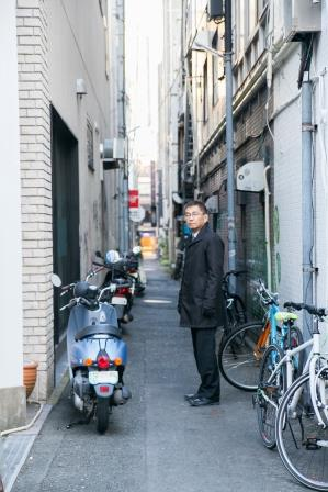 肴町通りと有楽街をつなぐ背割道路は、昔ながらのお店など、街の記憶が色濃く残る